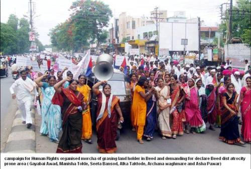 Pic 08 : Women March on District Headquarter, Manishatai managing the front despite Male-Caste-terror